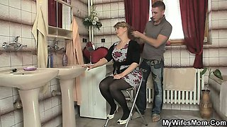 She rides son in law cock and his wife comes in