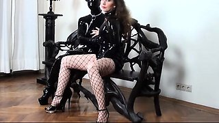 Slave mistress gets toyed by latex slave