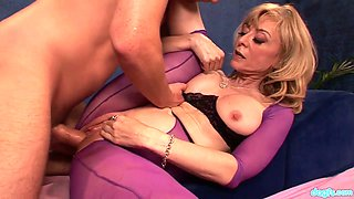 Captivating cougar Nina Hartley gives massage to one handsome client