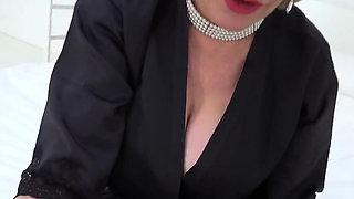 Cheating english milf lady sonia unveils her big pupp70ddx