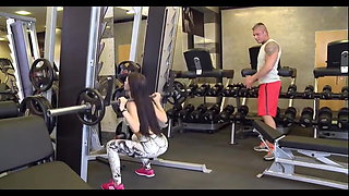 HOT FIT BABE GET FUCK IN DP ON THE GYM - MR-DEADPOOL