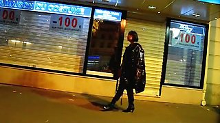 Promenade À Neuilly, En Tenue De Salope