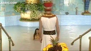 Tania Russof is Cleopatra makes the Pharaoh ready