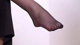 nylon girls order guys to lick their feet video