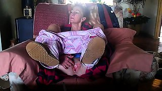Lustful granny showing off her honey hole on the webcam