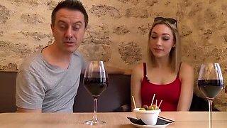 Émilie aime autant le vin que le cul