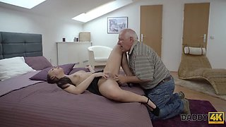Daddy4k. dad and young girl hot sex in bed culminates with