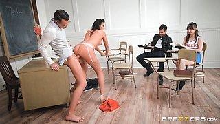 Makayla Cox wants to feel a man's massive boner in her cunt
