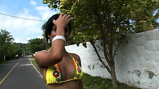 Lever gets sucked with passion by slutty latina hottie