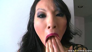 Incredible asian Asa Akira shows Keiran Lee amazing show
