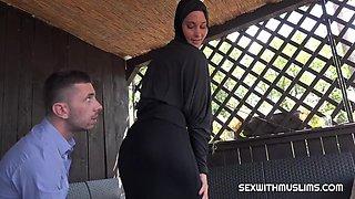 Czech bitch Naomi Bennet left her Egyptian husb