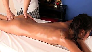 Phueng gets a surprise creampie during massage session