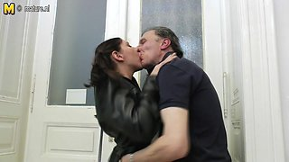 Horny Babe Doing A Dirty Old Man - MatureNL