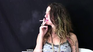 sexy siren smoking - smokers are the sexiest in the world