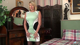 Bosomy all alone lady Amy Goodhead is ready to undress and to pet her slit