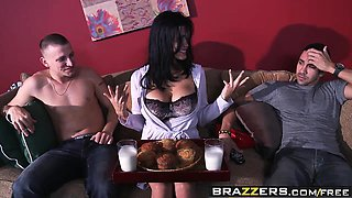 Brazzers - Mommy Got Boobs -  My Motherfucking Roommate