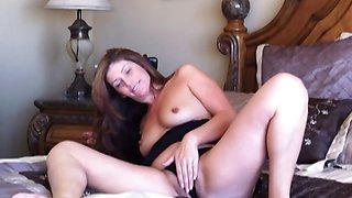 Alluring cam babe Alicia dildo masturbation in bed