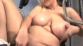 Big pierced tits does jumping jacks