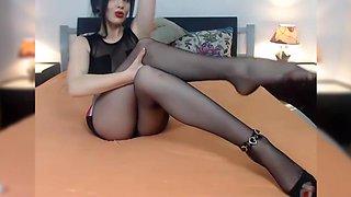 Foot fetish tease in pantyhose