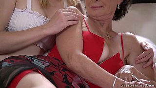 Lewd Hungarian lesbo Tia Malkova tries out to work on mature cunt