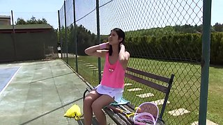 Tennis player Lady D can't resist masturbating on the tennis court