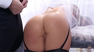 Karmen Karma And Markus Dupree - Hottie Spreads Legs To Take Cock Into Her Stretched Anus