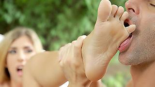 Mesmerizing Feet !!