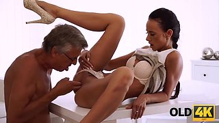 Old Daddy Penetrates Smoking-hottie Secretary In With 18 Years Old And On The Couch