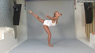 Hot Russian standing spreads by Vetrodueva