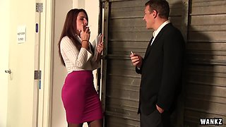 Sexy Savannah Seduces Her New Boss
