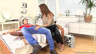He eats her pussy after her sales pitch then fucks her shaved pussy