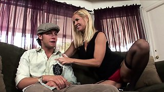 Lingerie stepmom rides in taboo ffm with teen