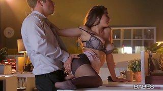 Secretary dresses like a slut to make her boss horny