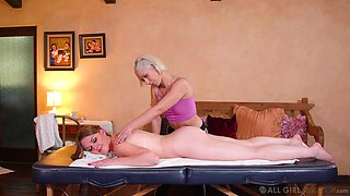 Lesbian pussy licking during a massage - Marie McCray & Goldie Glock