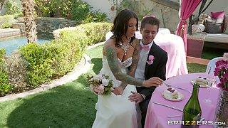 Bride Felicity Feline gets a lesbian strap on fuck from Abigail Mac
