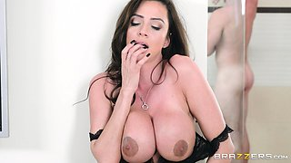 Ariella Ferrera seduces a man for a hot fuck in a shower