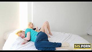 SIS.PORN. Teen revenges on sleeping boyfriend by seducing