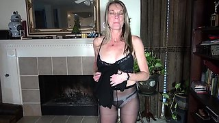American milf Lucky strips off and plays
