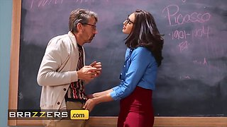 Nerdy Glasses, Bella Rolland And Steve Holmes - Hot Teacher Fucked In Class By An Older Man