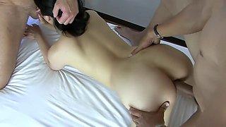 Double pénétration d'une infirmière asiatique