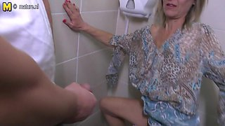 Kinky Pee Loving Housewife Gets A Piss And A Fuck On A Toilet - MatureNL