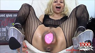Raisa wetsx big toys in big pussy