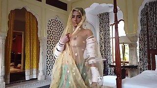 Poonam Pandey Royal Kamasutra