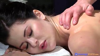 Plump Ass Cassie Experiences The Most Romantic Massage With Cassie Fire