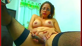 Milf with flabby belly masturbates her twat in front of a webcam