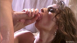 Messy facial ending for hot ass wife Naomi Russell after wild sex