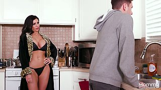 Horny stepmom Melissa Lynn gives the best ever blowjob to her stepson