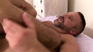 Mature muscle hunk up for a second sex round