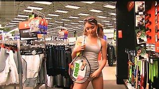 Preciosa anglosajona raquet insertion in public store objet insertion