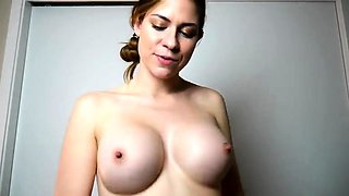 Mesmerizing amateur babe exposes her big hooters on webcam